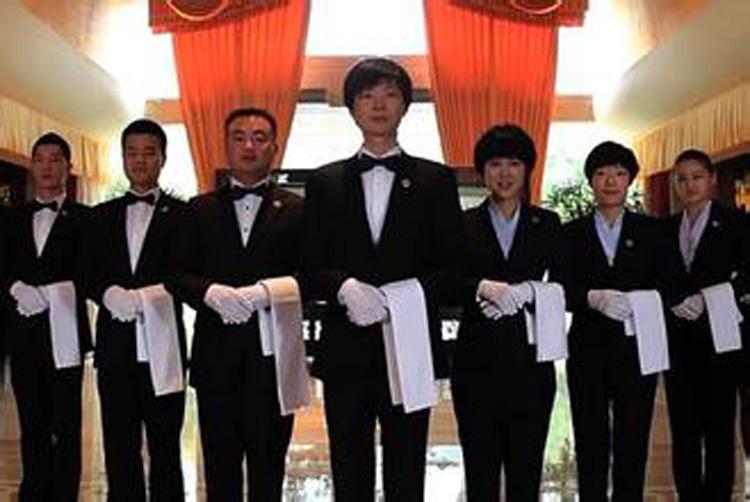 2016厦门酒店员工制服流行款式与面料选择图片